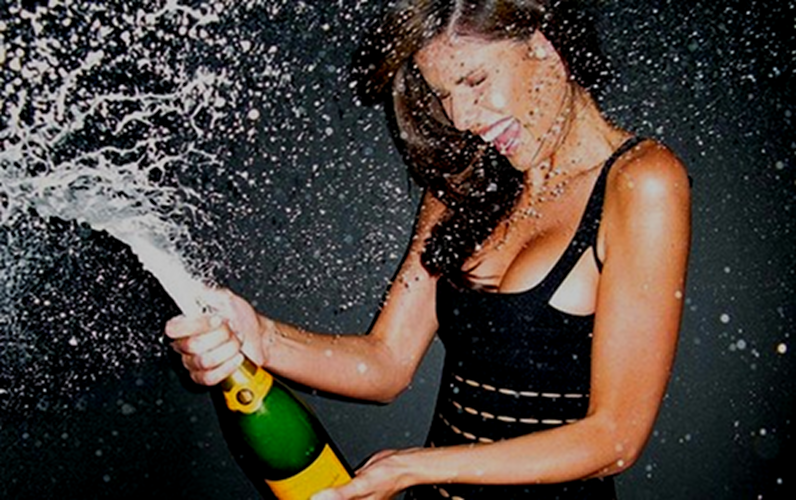 The hot girl way, part 1: Do it like this and no one will complain about getting sprayed.