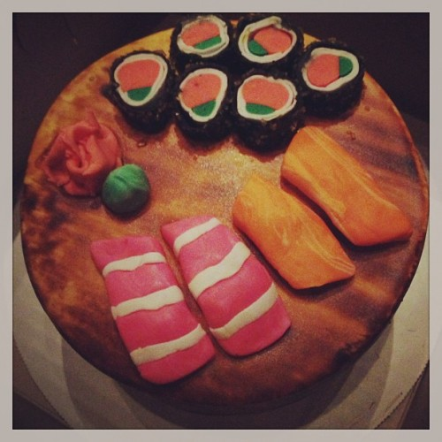 Quest's manager made him this sushi cake before they went to Jiro.