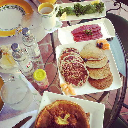Zac Posen is back (seriously, he should be a chef) with a vacation breakfast spread. (Photo: @zac_posen)