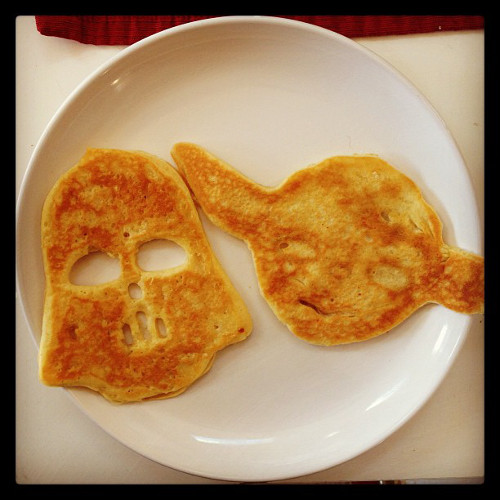 Amy at Amy's Bites is one lucky girl—someone made her Darth Vader and Yoda pancakes. (Photo: @amysbites)
