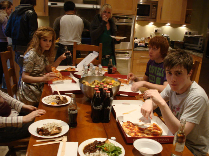 Why It's Awesome: The Harry Potter clan gets their own pizzas while everyone else has to eat some weird gravy stuff. The trappings of fame come early for some.