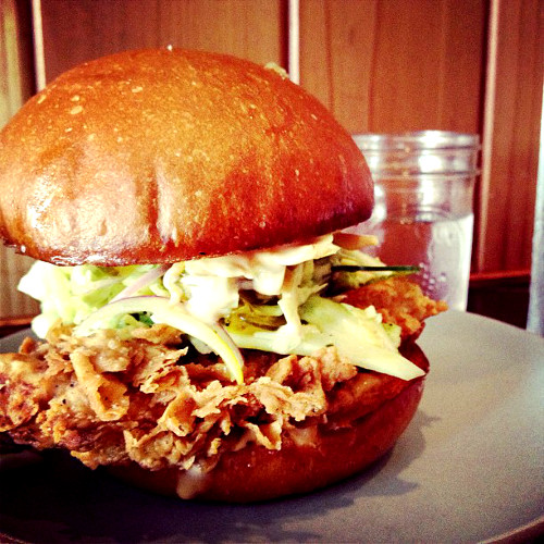 If we could change one thing about this photo of a fried chicken sandwich, it would be nothing ever. (Photo: @savoryexposure)