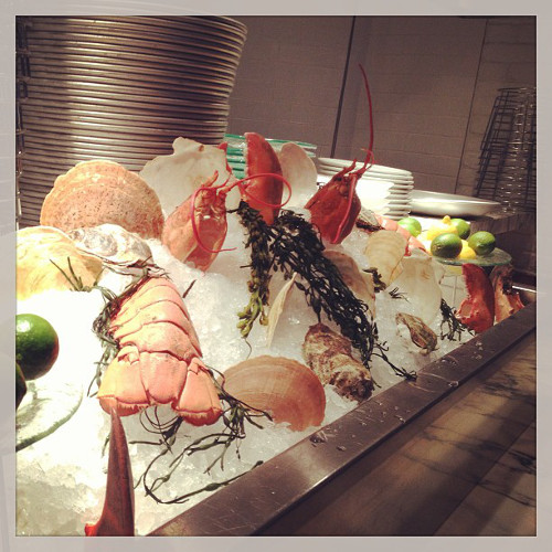 Is this seafood bar not the most beautiful thing you've ever seen? (Photo: @thedutchmiami)