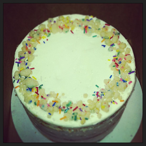 We must also be into sprinkles this week, because we're loving @momomilkbar's confetti birthday cake.