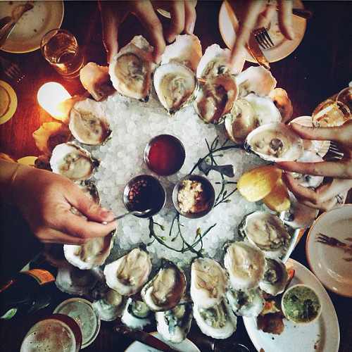 Oysters are the best kind of thing to gather around. (Photo: @nicole_franzen)