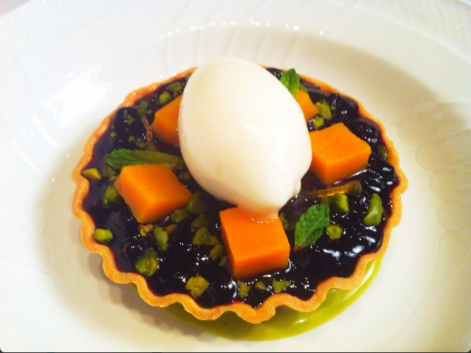 Looks like a pie filled with veggies, but it's way better than that. This crostata from @mareanyc is filled with huckleberries, candied squash, Sicilian pistachio, lemon sorbet, and ricotta crema. (Photo: @altamareagroup)