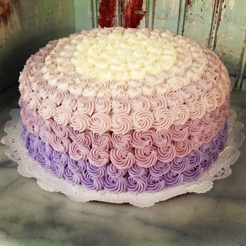 This ombré cake for Bloomingdales from @magnoliabakerynyc has approximately one billion icing swirls.