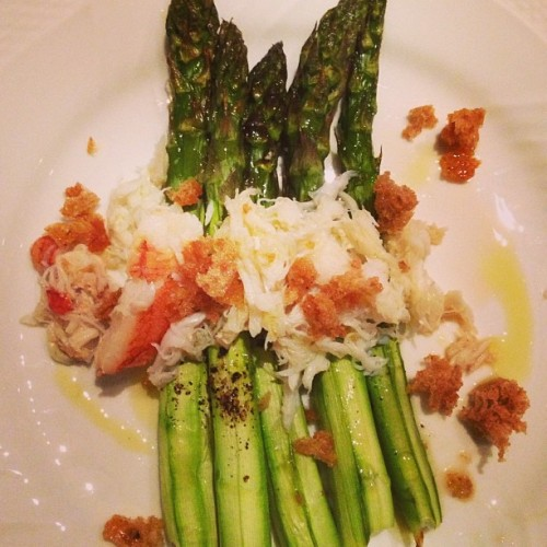 If getting a bready thank-you note from Ina Garten straight from Paris isn't the good life, then asparagus with crab near Mt. Etna definitely is. (Photo: @tylerflorence)