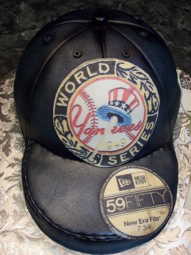 MoniCakes' New York Yankees World Series Cap Cake (Photo: MoniCakes)
