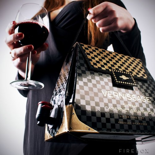 Sippin' wine is stylish and classy when you have a  boxed wine hang bag. Available at firebox.com