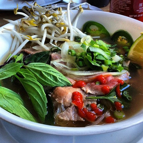 Just what I needed. #pho for my #hangover with @savyinez @kevinartguy @dandydani81 nom nom nom (at Pho Saigon)