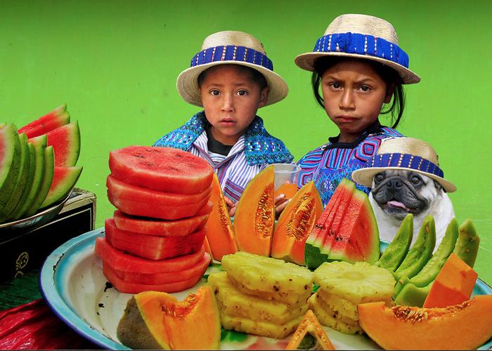 Fruit Sellers. Todos Santos, Guatemala (Photo: