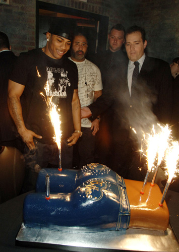 """Who: NellyLevel of absurdity (0-10): 10 If you thought Kanye and 2Chainz invented the booty cake in their """"Birthday Song"""" video, you forgot about Nelly's Apple Bottom monstrosity at his birthday in 2008 at the Venetian. (Photo: Denise Truscello/WireImage)"""