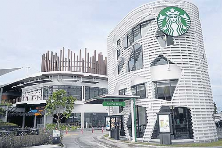 Starbucks has two concept stores in Bangkok, one of which is a drive-thru and the other offers a wider menu and more attention to food than a classic Starbucks. (Photo: