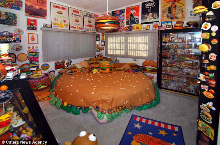 Harry has over 1,000 hamburger-related souvenirs. (Photo: Caters News Agency)