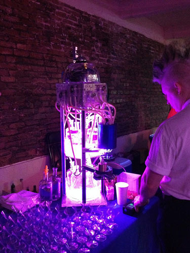 The Thinbot, pouring impeccably mixed drinks with style. (Photo: