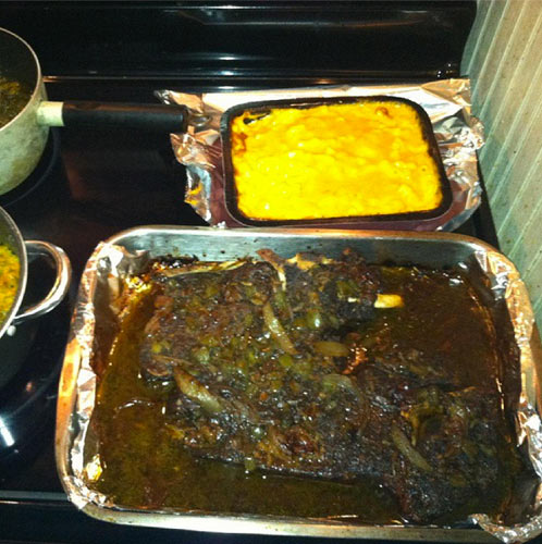 """""""YALL!! MY CO WORKER TXT ME THIS TALKING BOUT HE THREW DOWN.. wth"""""""