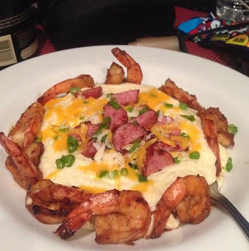 Make shrimp and grits like 2 Chainz from his @hairweavekiller