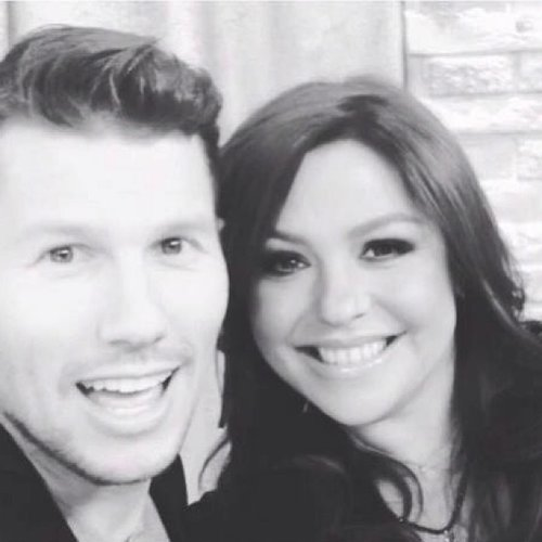 Mrs. Rachael Ray cozies up to VH1's Jason Dundas for this #veryrare black and white selfie. (Photo: