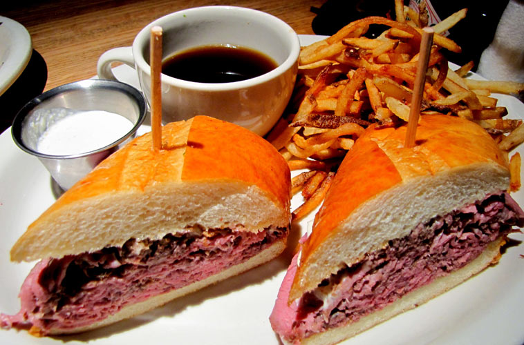 Roasted prime rib French dip at Houston's (Photo:
