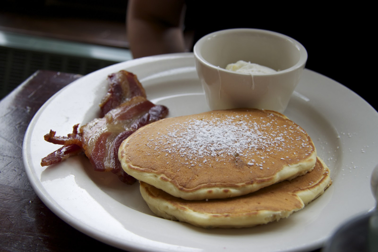 Pancakes at Bubby's (Photo: Law & Food)