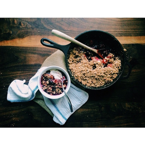 Nothing like a skillet crumble straight from the oven.  Photo: @happyolks