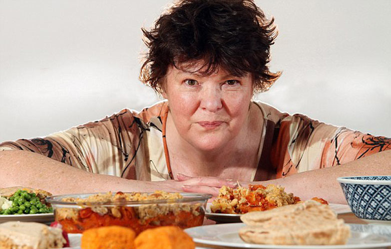 Lesley Cooper, 62, claims she has more than 150 recipes which show you can feed yourself for less than 50p (80¢). (Photo: