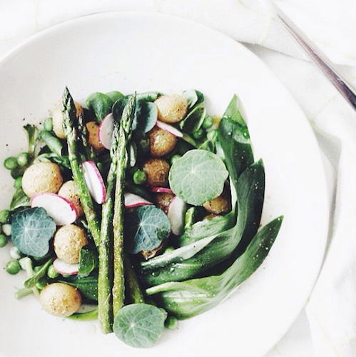 This stunning shot makes us crave spring like nothing else. Photo: @milkingalmonds