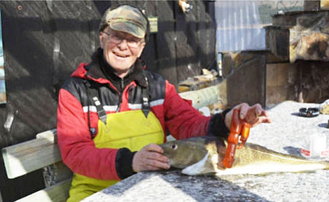 Fisherman Bjørn Frilund with his unusual catch. (Photo: Anders Hagen, Åndalsnes Avis)