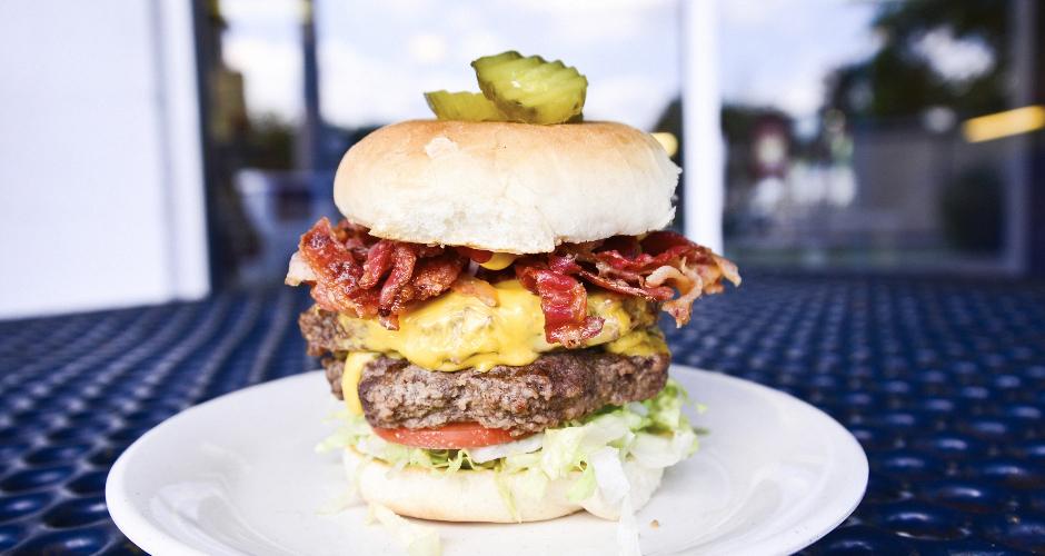 Burger at Ye Ole Fashioned Cafe and Ice Cream, Mount Pleasant, SC (photo: Liz Barclay)