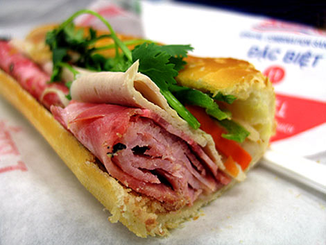 Banh mi from Lee's Sandwiches. (Photo: Caden's Taste)