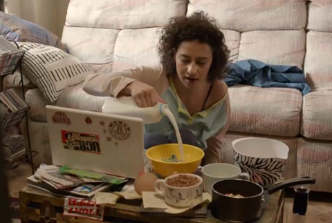 Watch Abbi And Ilana Of Broad City Smoke Up And Eat