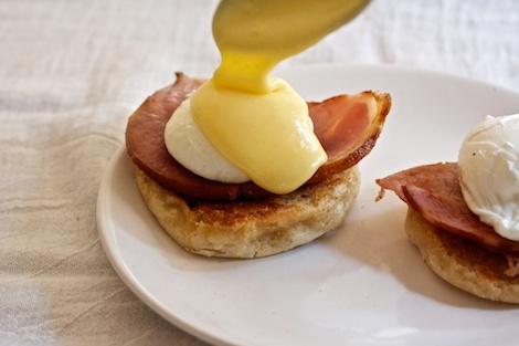 6_eggsbenedict_Hollandaise2