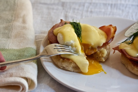 9_eggsbenedict_Assembly