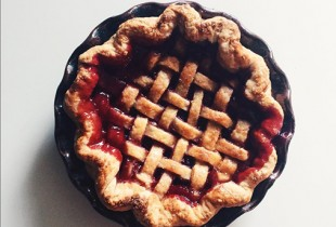 This is a mini cherry pie. It is adorable. Photo: @markweinbergnyc